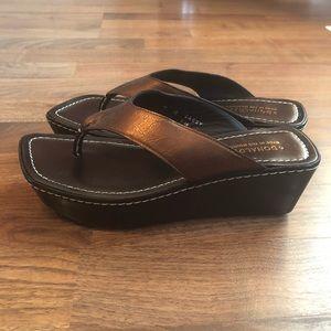 Donald J Pliner Brown Platform Flip Flop Sandals 9